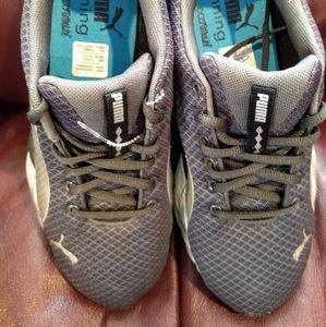 Puma run athletic shoes women 7.5-8